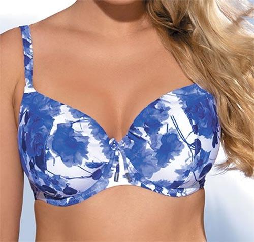 Modro-bílé plavky zakulacující velká prsa