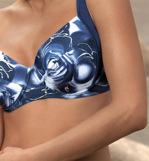 Dvoudílné plavky s květiovým motivem