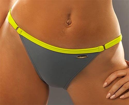 Více vykrojené sportovní dámské plavky