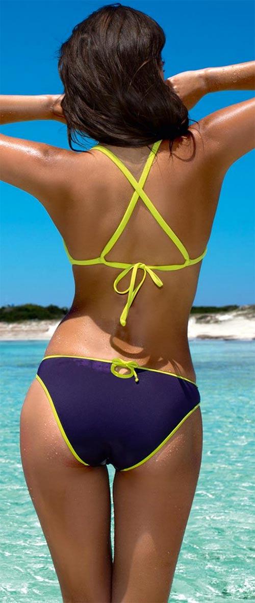 Sportovní dvoudílné plavky v módní barevné kombinaci
