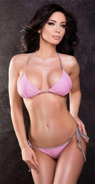 Růžové plavky bikiny s atraktivním proužkovaným vzorem