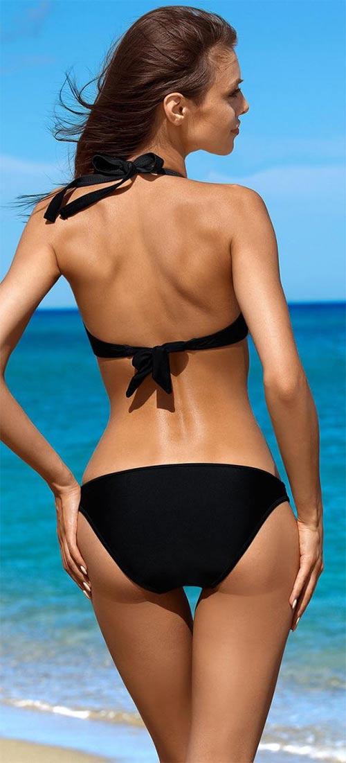 Černé plavky pro dokonalé opálení
