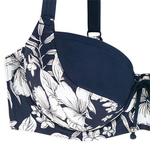 Modré květované plavky pro větší poprsí