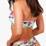 Pestrobarevné dámské tanga plavky