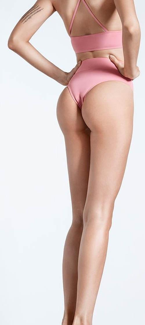 Vysoké brazilské bíkiny