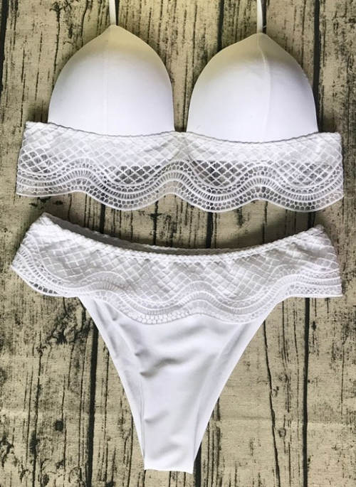 Bílé krajkové bikiny