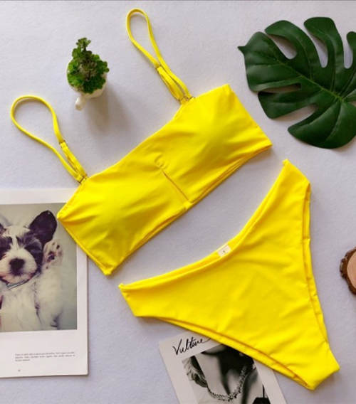 Žluté dvoudílné plavky nositelné bez ramínek