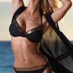 Italské dvoudílné plavky se zlatými proužky
