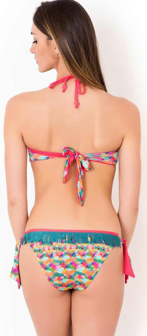 Barevné dámské dvoudílné plavky ozvláštněné třásněmi