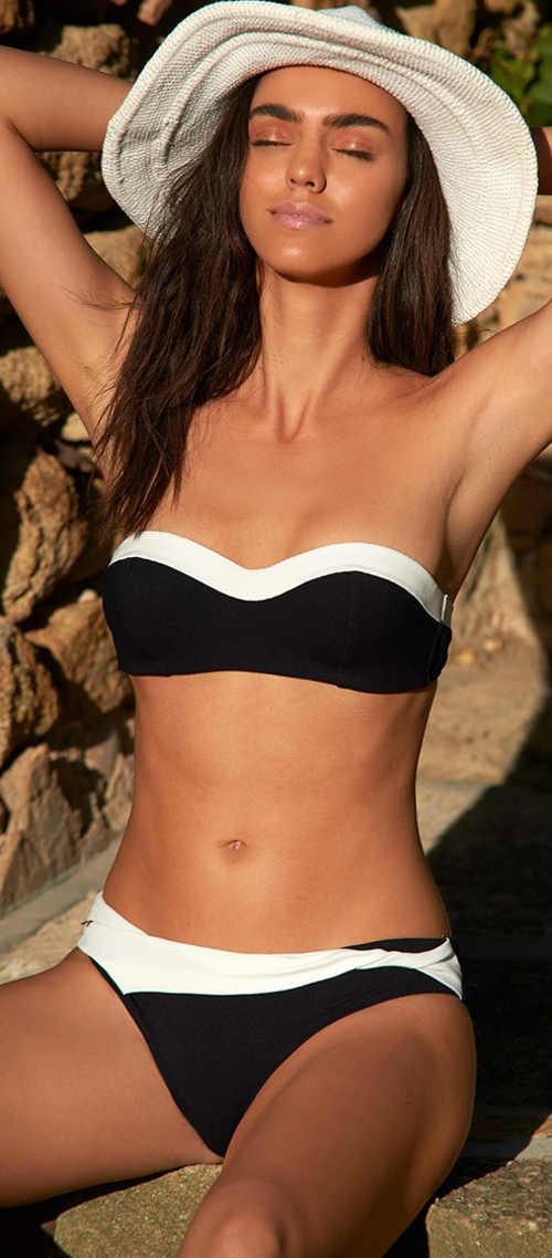 Elegantní černobílé bezramínkové bandeau plavky pro menší poprsí
